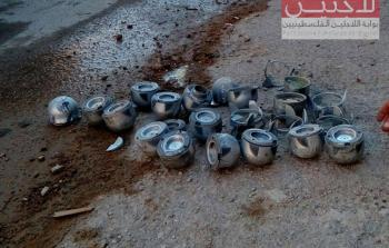 صورة أرشيفية لبقايا قنابل عنقودية ألقتها الطائرات الروسية على مخيم خان الشيح في وقت سابق