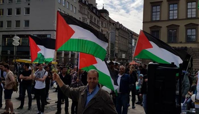 لاجئون فلسطينيون سوريون ينظمون وقفة داعمة للأسرى في ميونخ