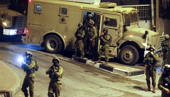 اقتحامات واعتقالات بالضفة المحتلة تطال مخيميّ شعفاط وعسكر