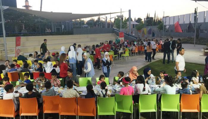 جانب من حفل الإفطار لأيتام مخيم الطالبية