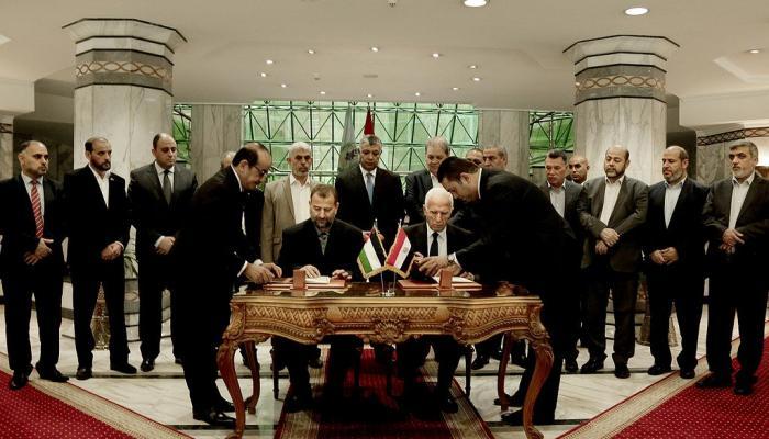 توقيع اتفاق المصالحة بين فتح وحماس في القاهرة.. وحصار غزة مستمر