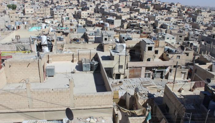 """""""أمانة عمّان"""" تتبرّع بحاويات ووحدات إنارة وخلطة اسفلتيّة لمخيّم حطين"""