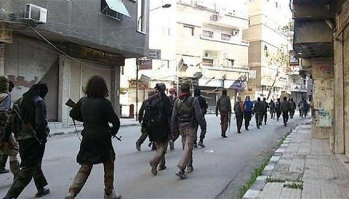 صورة أرشيفية لعناصر داعش في مخيم اليرموك
