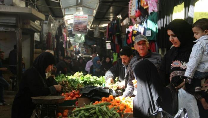 صورة أرشيفية لسوق الخضار في مخيم عين الحلوة