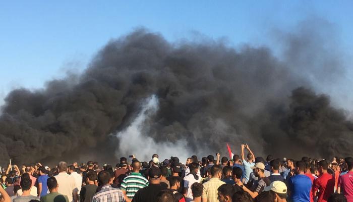 """جمعة """"الحريّة والحياة"""".. فلسطينيّون يجتازون السياج في مسيرات العودة الكبرى"""