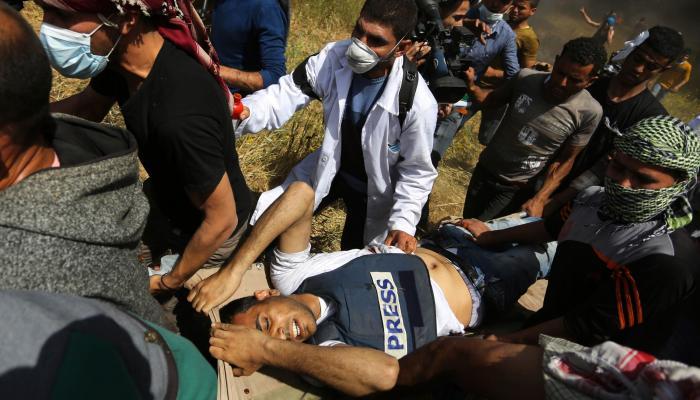 """الفلسطينيّون يستعدّون لجمعة """"الوفاء للطواقم الطبيّة والإعلاميّة"""""""