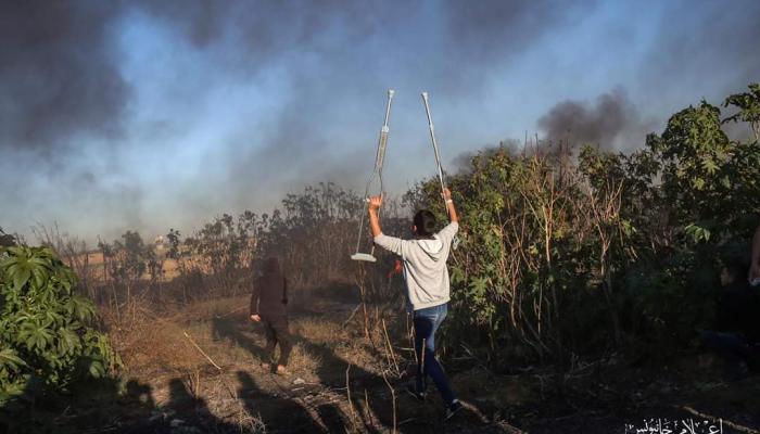 """أحد مُصابي مسيرات العودة الكُبرى يُشارك في جمعة """"المقاومة حق مشروع"""" شرقي قطاع غزة اليوم"""
