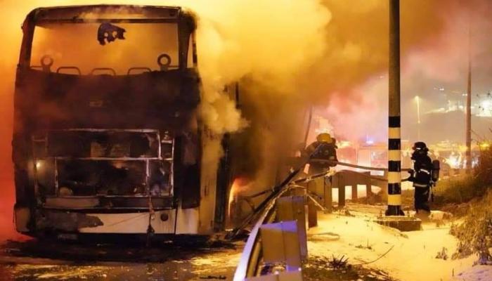 احتراق حافلة للمستوطنين قرب قرية جيت - نابلس / من الانترنت