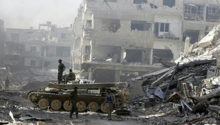 """عام على دخول جيش النظام لمخيّم اليرموك ..لا اعمار ولا عودة """" انترنت"""""""
