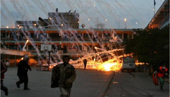 """استهداف طيران الاحتلال لإحدى مدارس """"الأونروا"""" بقطاع غزة بالفوسفور الأبيض"""