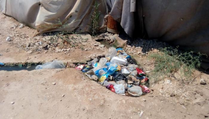 """الصور من نوّار السقّال """" بوابة اللاجئين""""."""
