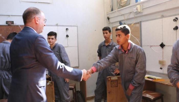"""الوزير اللألماني في زيارة لمركز تدريب """"وادي السير"""" التابع للوكالة بالأردن."""