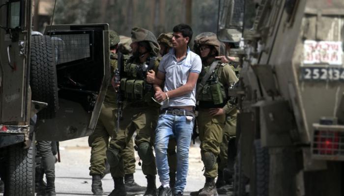 اعتقالات في الضفة المحتلة تطال أطفال من مُخيّم العرّوب