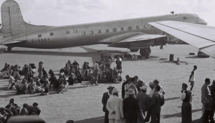 يهود مستقدمون بالطائرة من عدن ليصبحوا مستوطنين في كيان الاحتلال