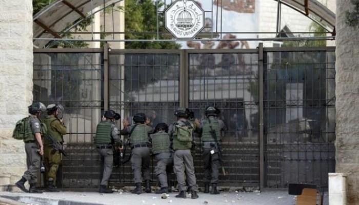"""اقتحام الاحتلال جامعة القدس """"أرشيف""""."""