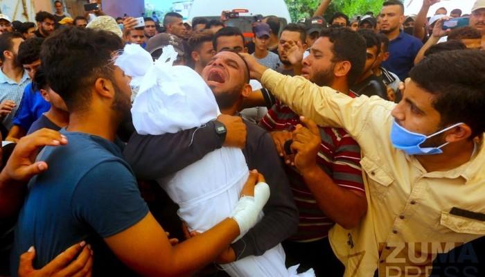 (الصورة من تشييع أطفال الحزين في مُخيّم النصيرات يوم أمس)