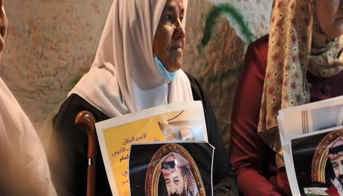 والدة الأسير ماهر الأخرس / بوابة اللاجئين الفلسطينيين