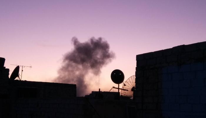 صورة أرشيفية أثناء قصف احدى مناطق مخيم اليرموك