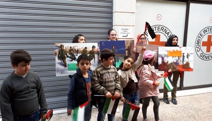 """أطفال """"مار الياس"""" يُنظّمون وقفة تضامنية مع الأطفال الأسرى في سجون الاحتلال"""
