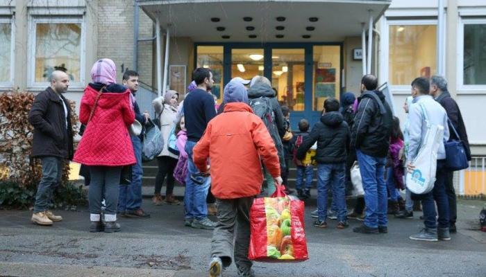 اللاجئون الفلسطينيون في أوروبا عرضة للاحتيال والاستغلال المادي