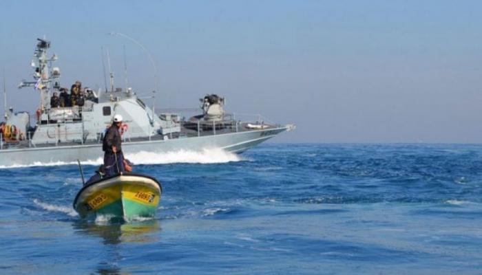 بحرية الاحتلال تعتقل اثنين من الصيادين في قطاع غزة