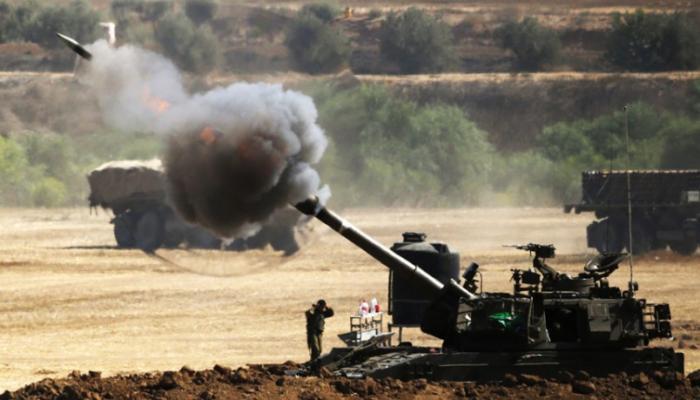 قصف صهيوني في قطاع غزة عقب تفجير عبوات ناسفة في جيش الاحتلال قرب الجدار