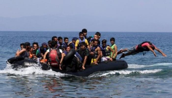 صورة أرشيفية للمهاجرين خلال ابحارهم نحو الجزر اليونانية