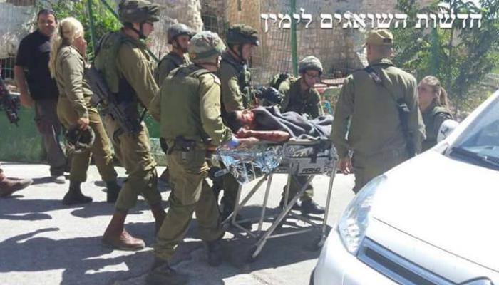 جيش الاحتلال يقوم بنقل الشهداء من موقع إطلاق النار عليهما