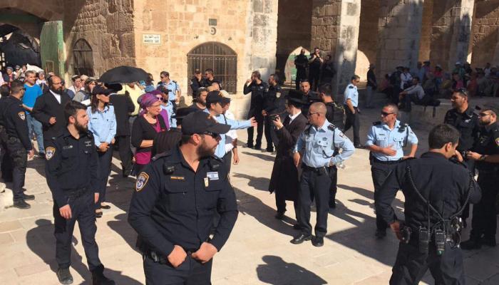 إغلاق المسجد الأقصى واقتحامه بمسيرة مستوطنين