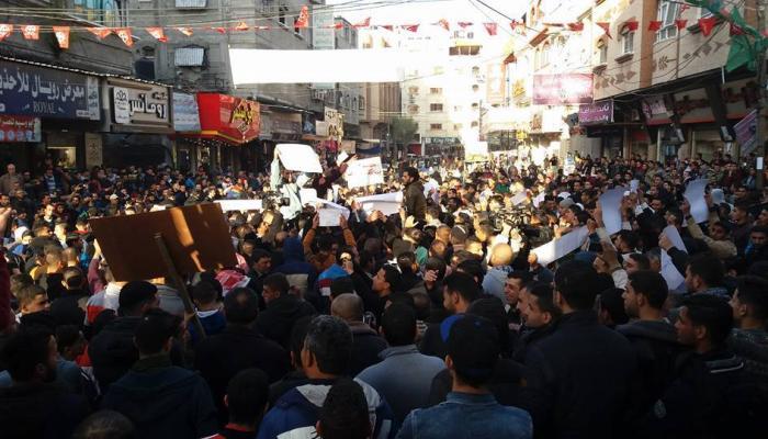 تظاهرات شعبيّة في مخيمات جباليا والبريج والنصيرات احتجاجاً على أزمة الكهرباء