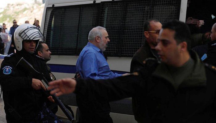 نُشطاء فلسطينيون يطردون وفداً أمريكياً من رام الله المحتلة