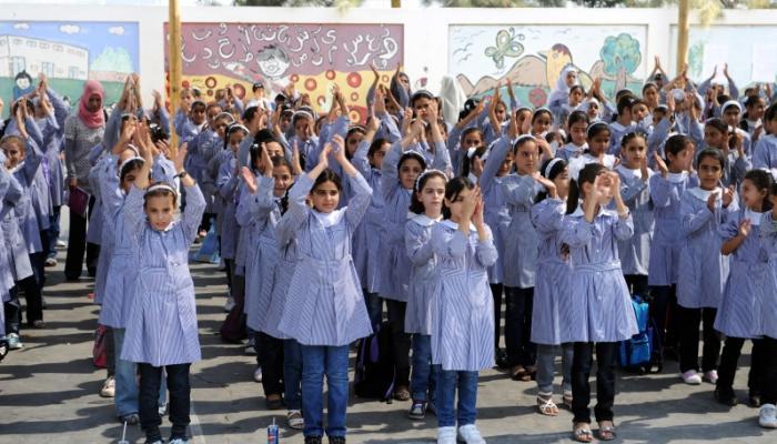 296835 طالب في مدارس وكالة الغوث و353 مدرسة تابعة لها