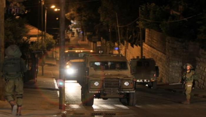 حملة اقتحامات واعتقالات بالضفة المحتلة تطال مخيمات عايدة وقلنديا والعروب
