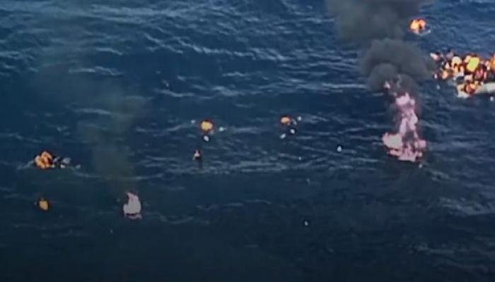 الحريق الذي اندلع في قارب لمهاجرين في البحر المتوسط