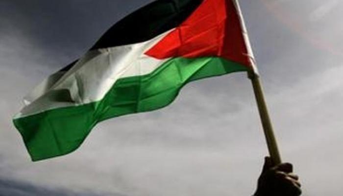 """أمر لـ""""داعش"""" بإعدام كل من يرفع العلم الفلسطيني في مخيّم اليرموك"""