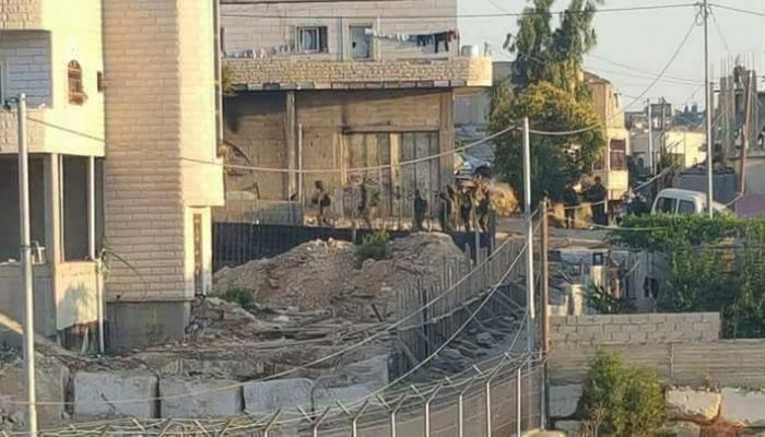 من اقتحام قوات الاحتلال لمخيّم العرّوب للاجئين صباح اليوم