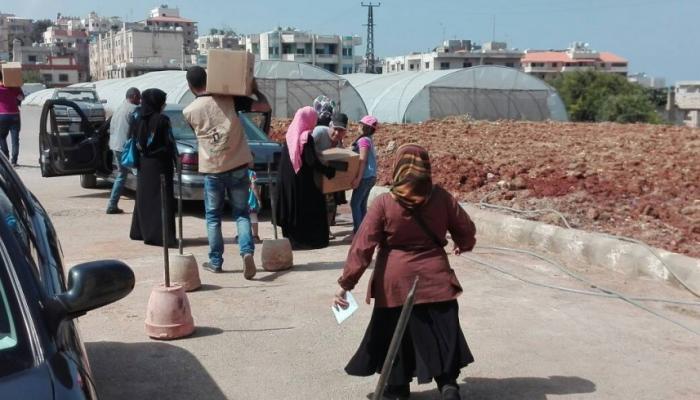 خلال عملية توزيع المساعدات
