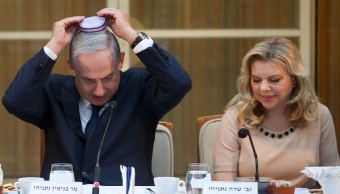 نتنياهو وزوجته سارة في ندوة التوراة