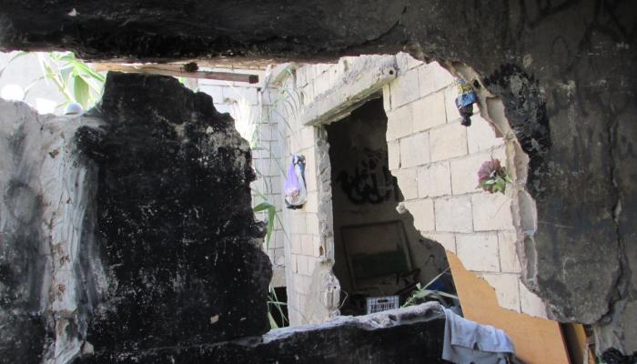 من منزل اللاجئ الفلسطيني فهد الحاج