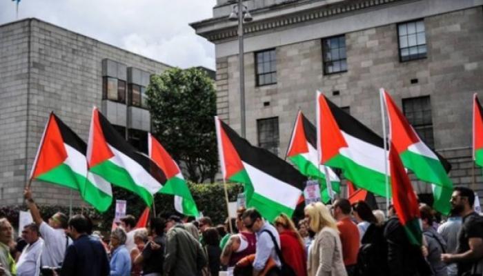الجالية الفلسطينية في الولايات المتحدة تُنظم احتجاجات رفضاً لقرار إغلاق مقر بعثة فلسطين