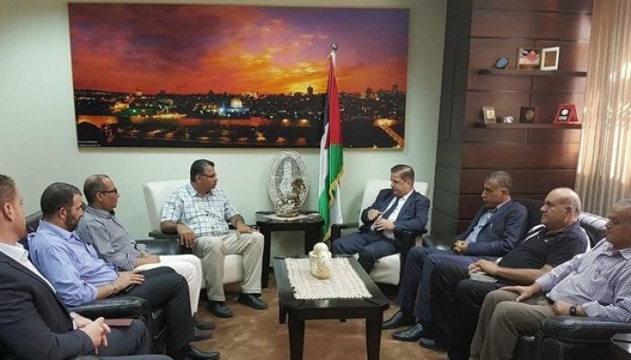 خلال استقبال وزير الصحة جواد عواد رئيس وأعضاء الاتحاد العام للعاملين في الأونروا