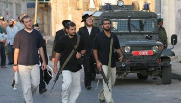 مستوطنون يُهاجمون مركبات الفلسطينيين انتقاماً لإزالة بؤرة استيطانية
