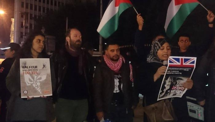 وقفة احتجاجية قرب القنصليّة البريطانيّة في اسطنبول في مئويّة