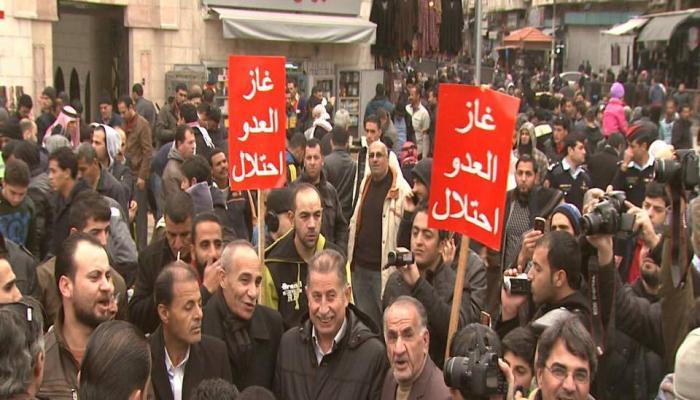 """الأردنيون يستأنفون مسيراتهم ضد اتفاق الأردن والاحتلال ويرددون """"غاز العدو احتلال"""""""
