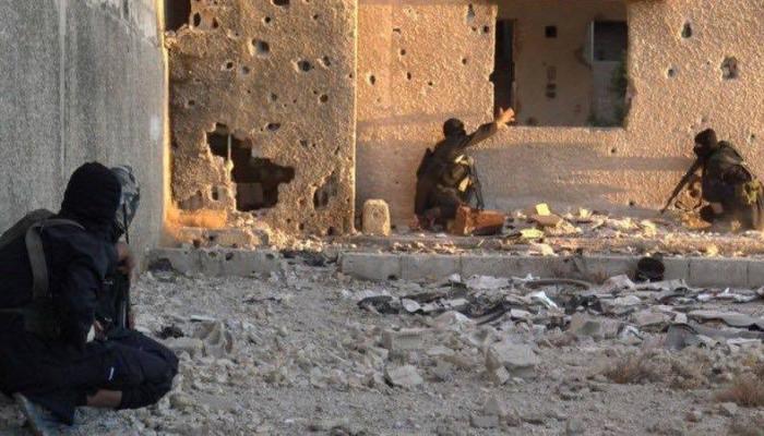 """""""داعش"""" و""""فتح الشام"""".. قنص وتفجير واشتباكات جنوب دمشق"""