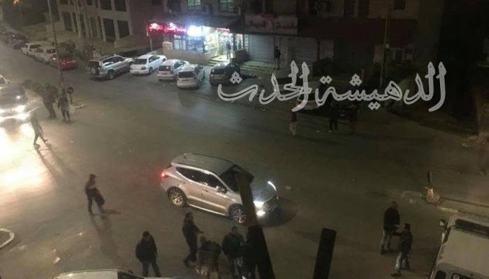 أجهزة أمن السلطة تُطلق الرصاص الحي وقنابل الغاز على أهالي مخيم الدهيشة