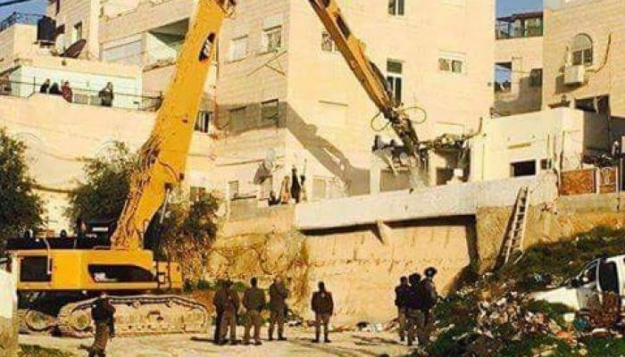 الاحتلال يهدم منزلاً في بيت حنينا ويُصادر 25 دونم شرقي القدس المحتلة