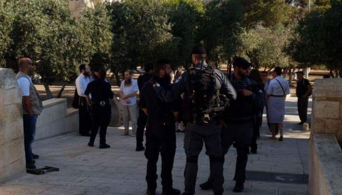 قوات الاحتلال تعتقل (15) فلسطينياً من المسجد الأقصى