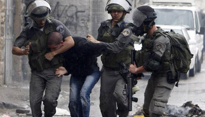 اعتقالات وإغلاقات في مناطق بالضفة المحتلة