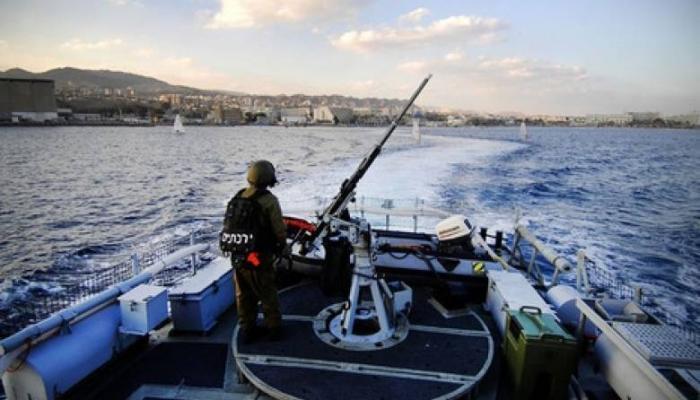 بحريّة الاحتلال تعتقل (5) صيّادين فلسطينيين من بحر غزة